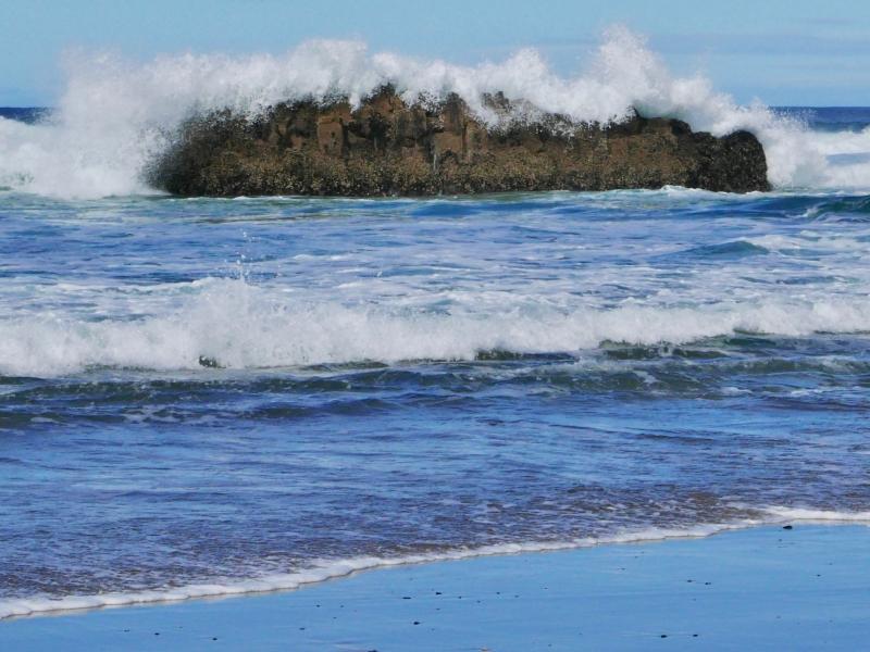 Wave breaking over nearshore rocks